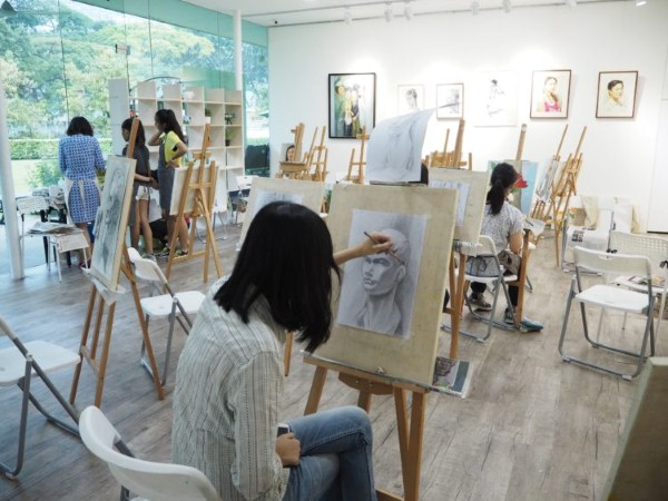 Creative Exploration: Oil Painting and Drawing SingExperience